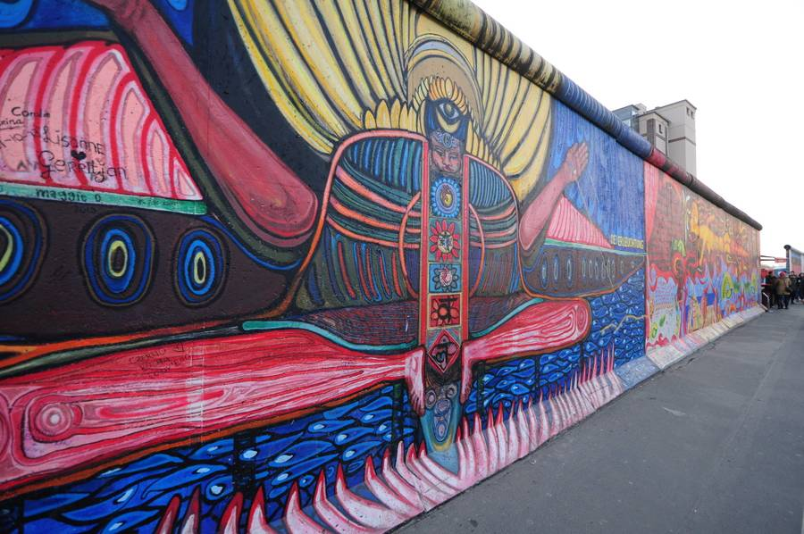 Fragment muru berlińskiego na  East Side Gallery w Berlinie